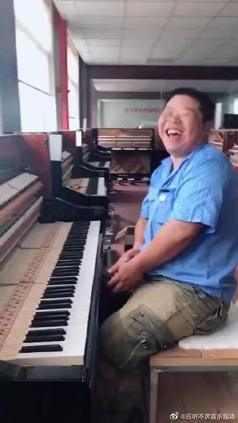 音乐分享#给钢琴调音的师傅...
