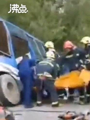 吉林#公交车与重型货车相撞致2死16伤