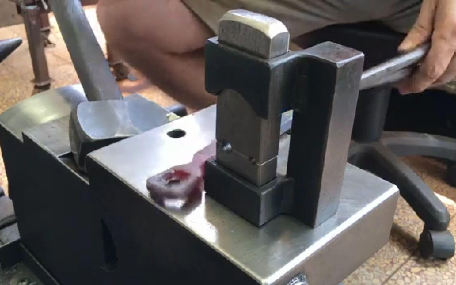 【搬运1080P】制作一个简单的铁匠模具Making Simple Tenon Dies / Rounding A Closed Eye
