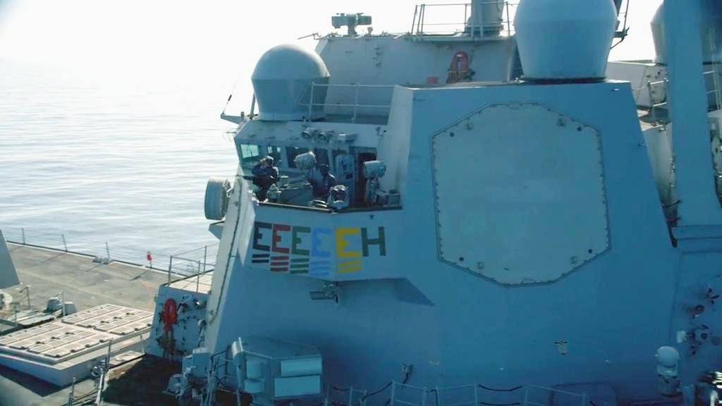 顶级海战片, 美驱逐舰校准四枚E级导弹放入发射井, 启动拦截系统