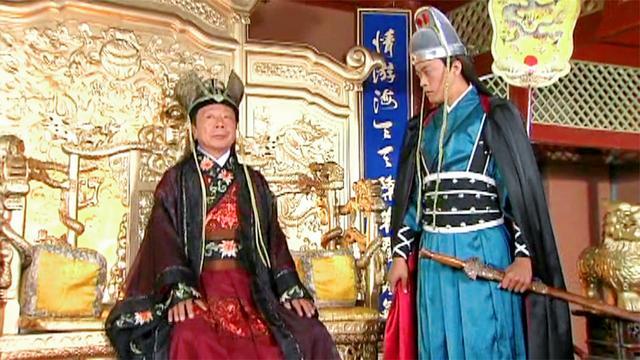 """潜龙戏凤: 九千岁坐上龙椅, 百官齐呼""""万岁"""", 不料皇上就在下面"""
