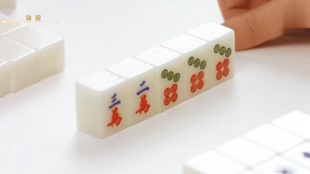 雀圣: 这才是高手打麻将, 全程假装听二万, 上家一拿到二万难受了