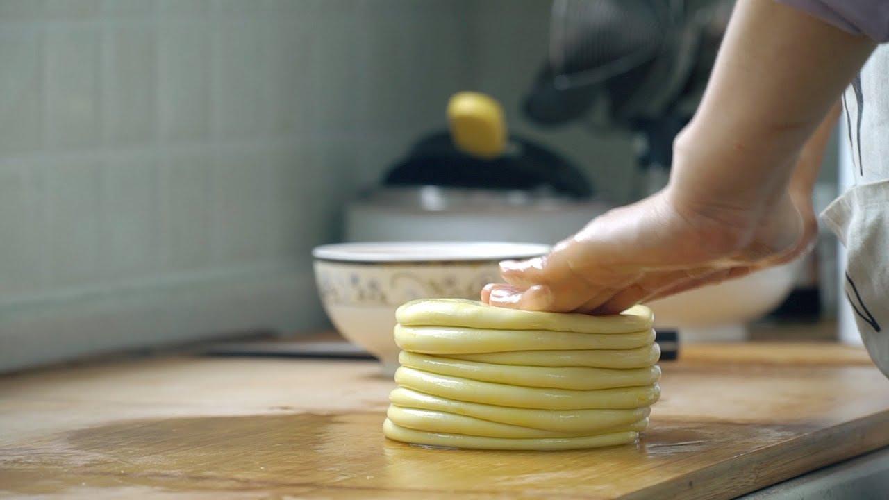 【小胖在西北】春饼最新的做法,不用蒸,一次能做12张,特别柔软,放凉也不硬
