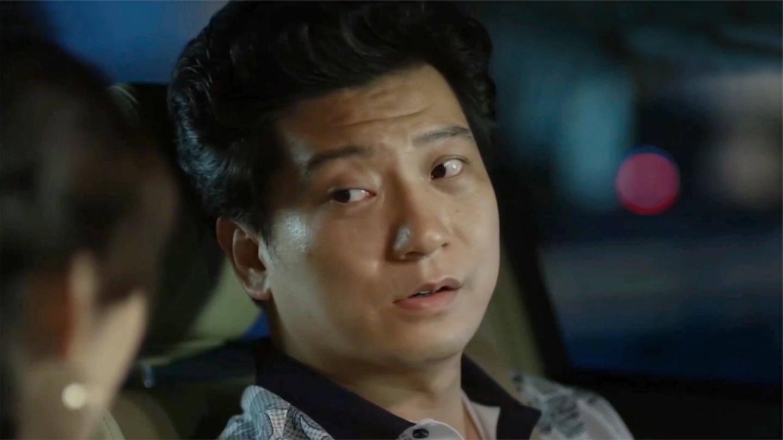 配角的爆笑场面: 王老师刚离婚, 秘书就让他娶自己: 你得跪下求我