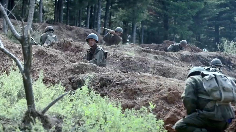 三八线: 敌军在挖坑, 班长感觉有问题, 马上让部队地毯式轰炸!