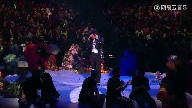陈奕迅《人来人往》现场, 唱着唱着就哭了