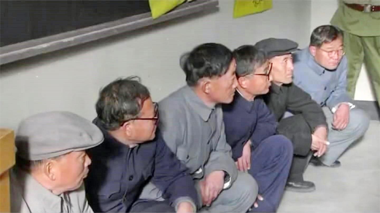 聂荣臻: 科学家被欺负全蹲在角落, 下秒统一穿上军装入伍, 好看了