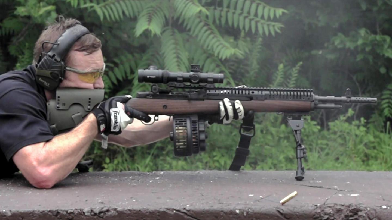 慢动作射击欣赏标准型M1A春田步枪, 装配弹鼓有点像机枪了!