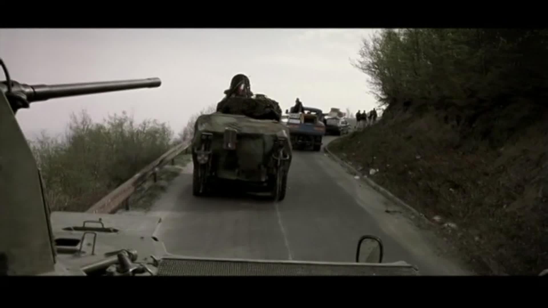 战争猛片! 维和部队与阿军交火死伤惨重, 丢了重装备后又误入雷区