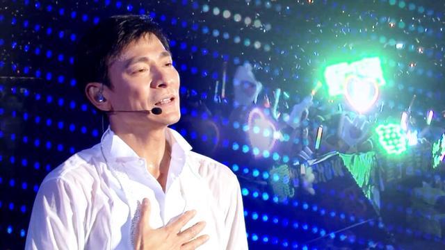 刘德华演唱会8万人合唱《忘情水》, 这就是天王的魅力