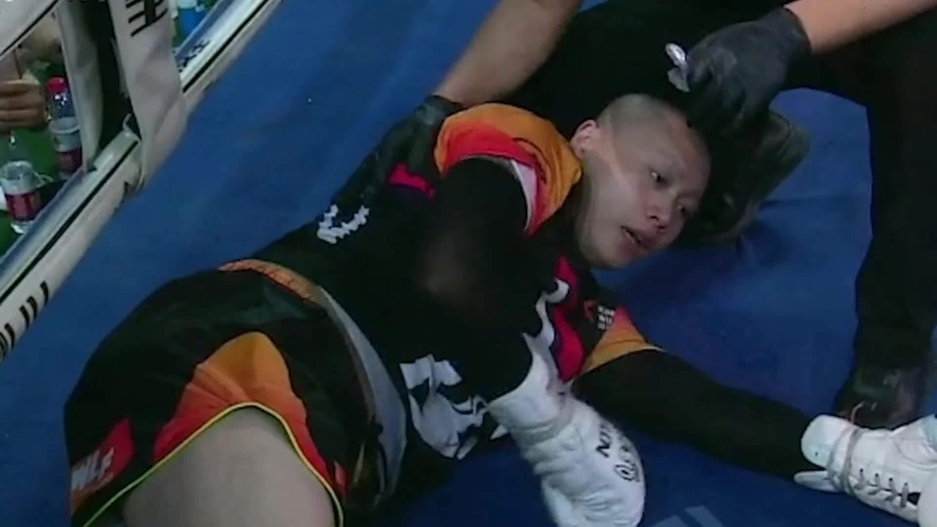 刘二狗使出睡罗汉欲吊打一龙, 期待快手嘴炮二狗对战UFC嘴炮康纳
