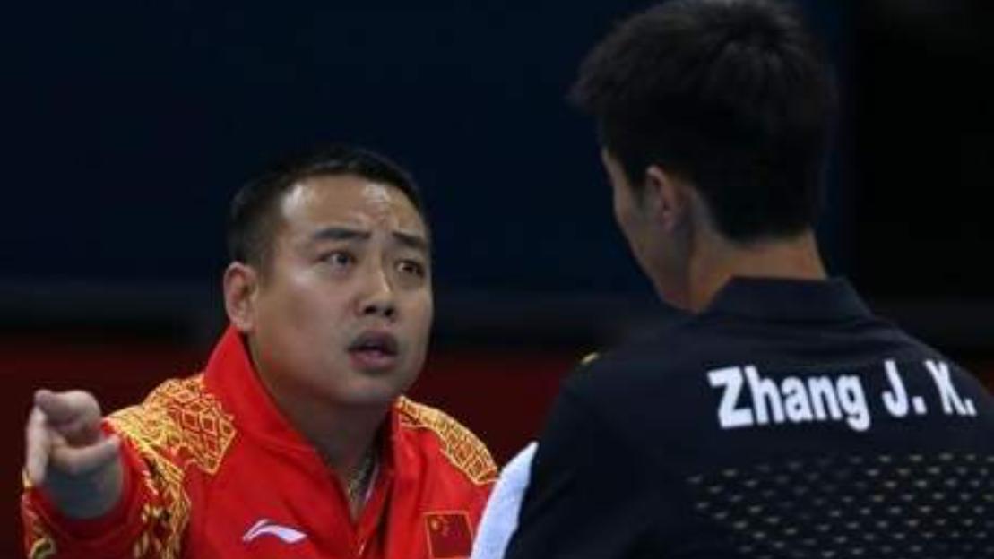 世界冠军不满判罚, 现场撒泼毁形象, 刘国梁指着他鼻子: 不打就滚