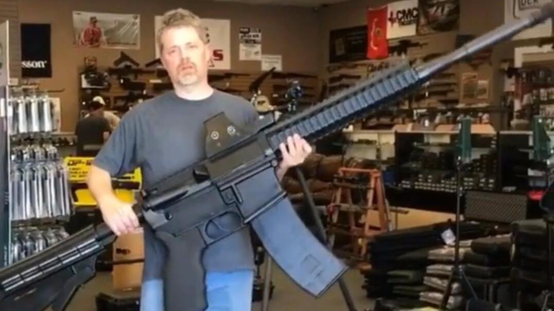 美国人造出了巨型AR15卡宾枪 这是给浩克用的吧