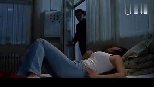影视: 老板看见小保姆女年轻漂亮, 于是起了贼心, 竟然偷偷下药