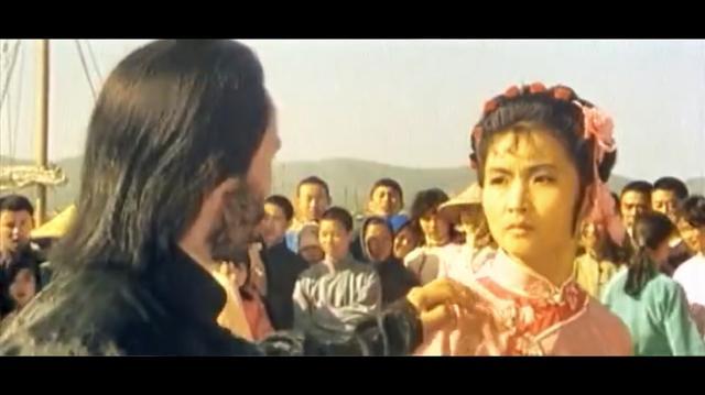 功夫片: 淫贼欺压卖艺少女, 谁料少女身怀无敌鸳鸯腿绝技, 惨了
