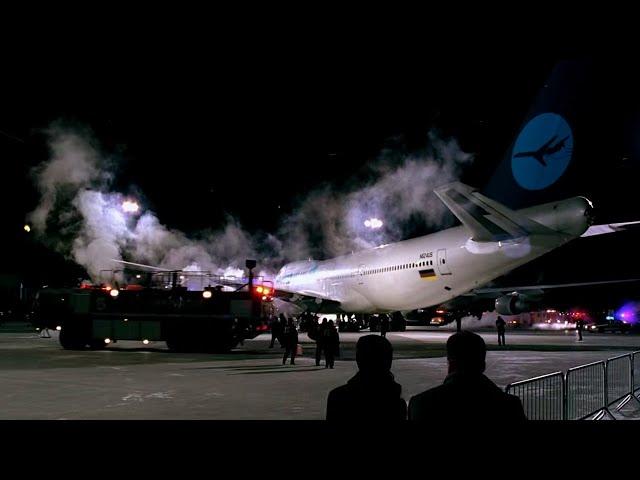 飞机着陆无人出舱,人们打开舱门,却发现乘客都化为白骨!