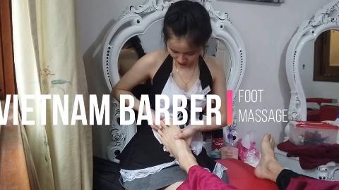【越南 理发店】有一个美丽的女仆角色扮演女孩在按摩