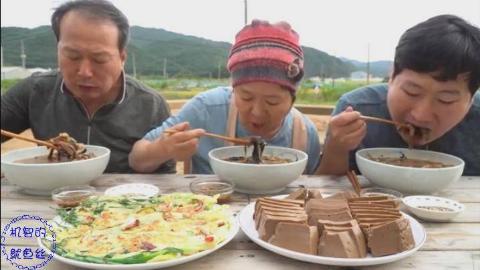 中字:韩国兴森一家人,吃橡子果冻、海鲜葱煎饼,吃得太香了