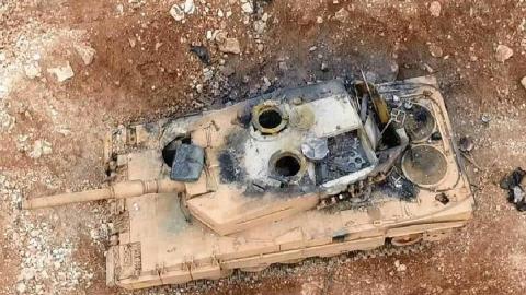 拉下神坛!豹2再遭惨重一击,被游击队打爆,燃起熊熊大火!