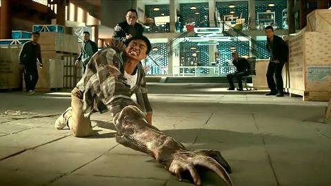 小伙一口吃了外星人,结果手臂开始变异,众人不跑还围观!