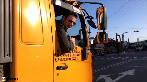 Divyns狄文斯用垃圾车的音乐创作了一首remix...(在垃圾车上!)