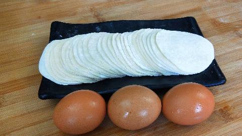饺子皮不要包饺子,加3个鸡蛋,不包饺子不烙饼,2种做法3种口味
