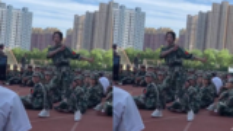 最近女孩军训火了,同学们舞蹈获赞,网友:没点才艺都不敢军训了