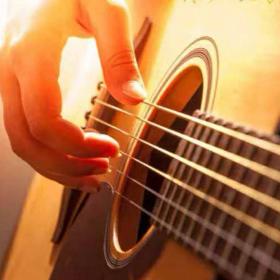 吉他多琴人