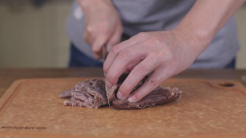 在家做一份安徽著名的小吃牛肉粉丝汤,汤浓肉香,回味无穷