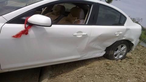 汽车视界观:车主转弯没让直行,给奥迪撞了个大坑,这下损失有些大了531期