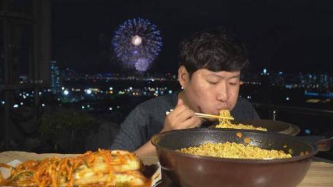 中字:韩国吃货兴森,妈妈今天做炸猪排饭,裹上火辣酱汁,大口吃又香又辣