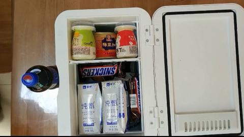 小伙贪便宜网上79元包邮买了台冰箱,到货后傻眼了,这也太小了吧