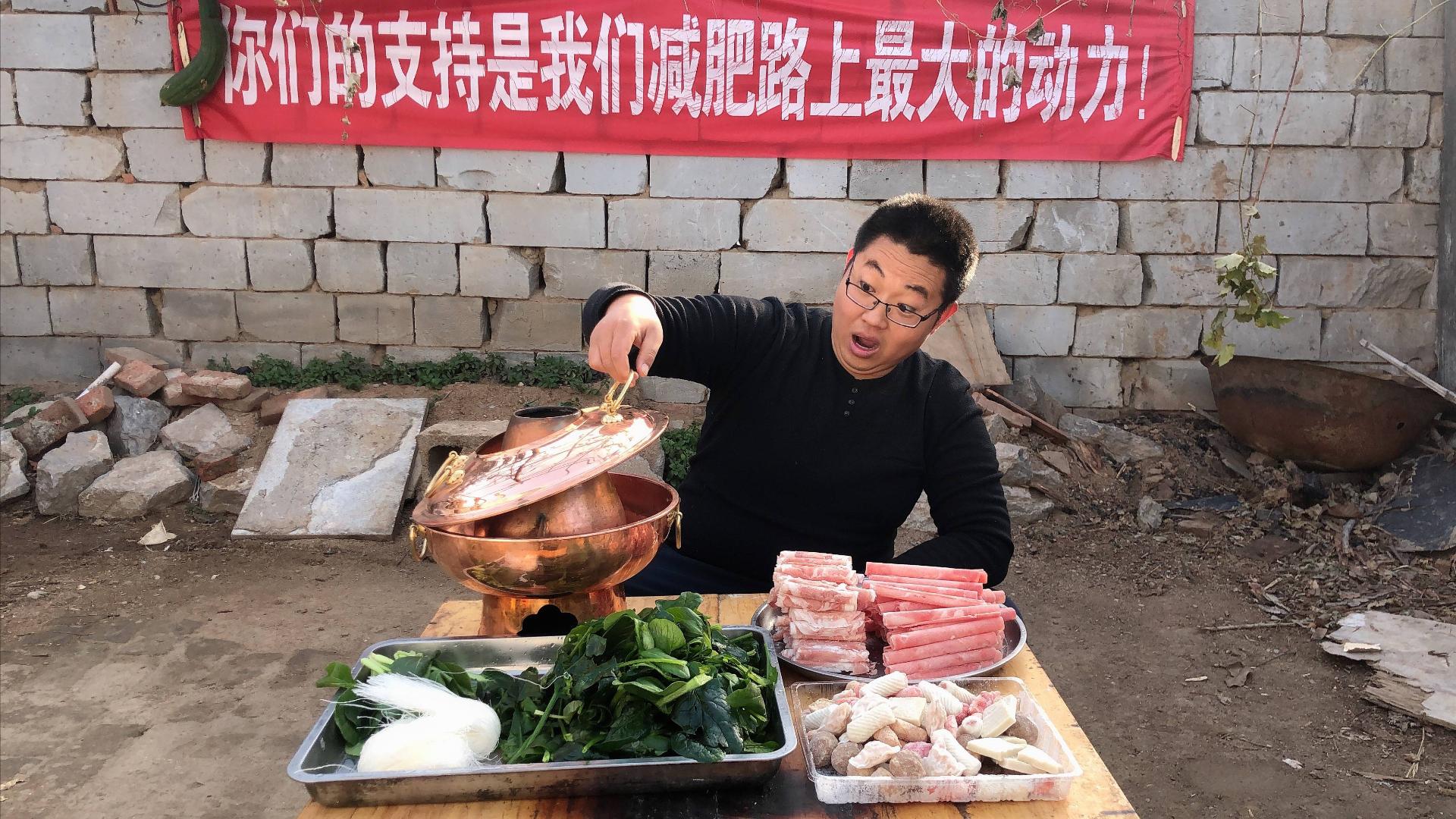 降温了!两个人在家简单吃个火锅,一斤肥羊、一斤肥牛吃到饱!