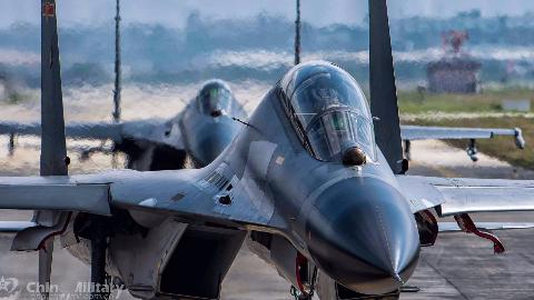 空军高考招飞工作展开,万里挑一的战机飞行员是如何选拔出来的?