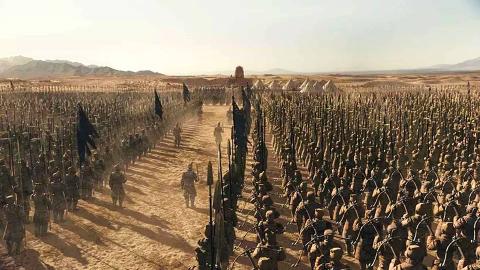 太震撼了,秦始皇和巫女各自召唤死亡军队对战!
