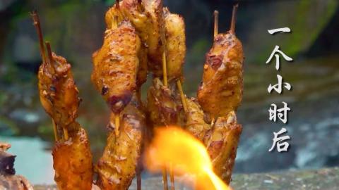 铁桶里面烤出来的香烤鸡翅,外皮酥到香脆,内里嫩到流汁