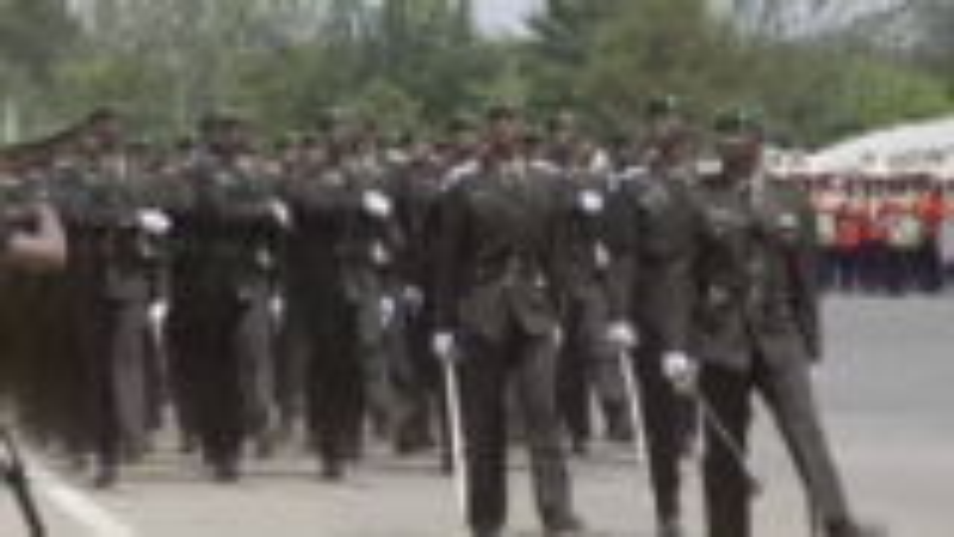 非洲某军校毕业检阅 喊响中文口令