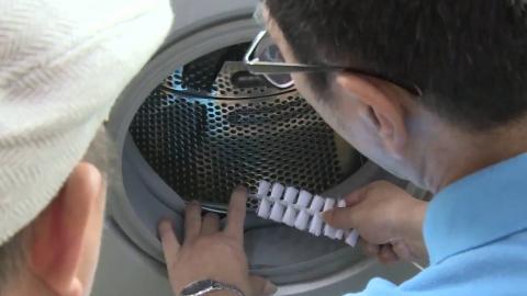 """大叔发明洗衣机""""手插式""""清洁刷,不用拆不用洗,30块钱造一把"""