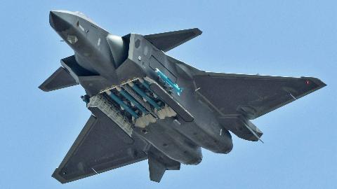 不吹不黑,客观评价歼20,与美国F22相比还有哪些不足之处?