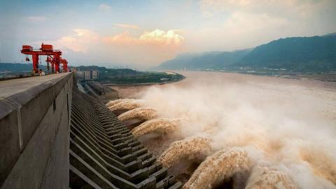 巨型钻地弹可直接摧毁三峡大坝?专家:若那样,等着签收东风快递
