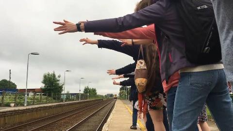 世界上最冷清的火车站,每月只有一名乘客,招手才能上车