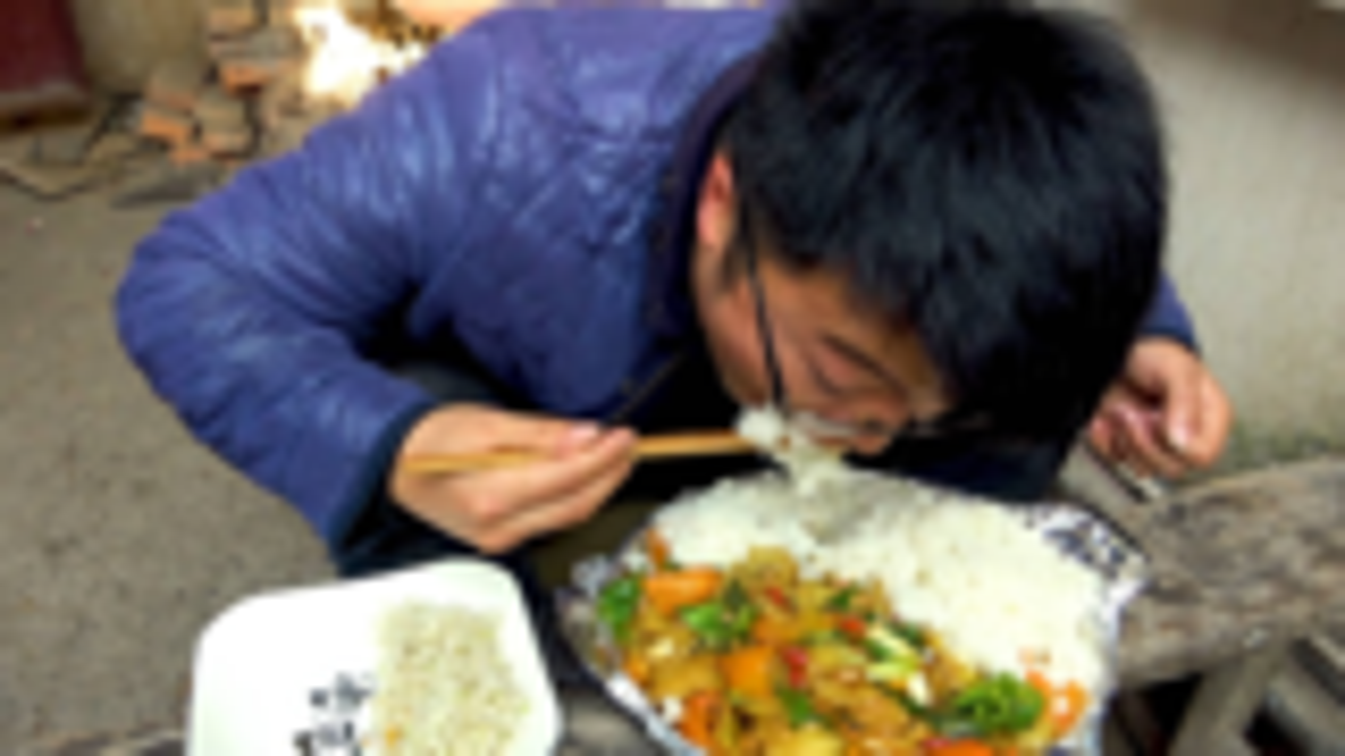 铁板孜然土豆饭,一盘菜半盘饭,大sao吃顿差的,这感觉比肉过瘾