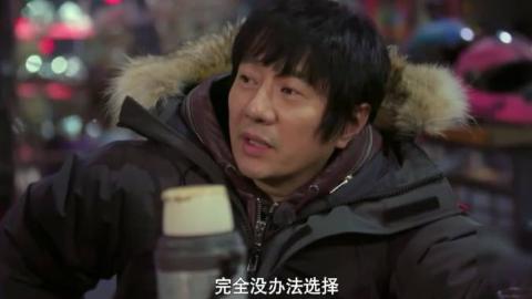 华少问郑钧为什么不参加音乐节目,郑钧回答说现在的华语乐坛大环境不一样了,所有排行榜的公信力都崩了。