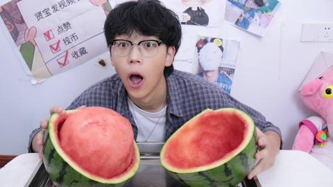 小伙口渴想吃西瓜,没想到切出来的西瓜是这个样子的?