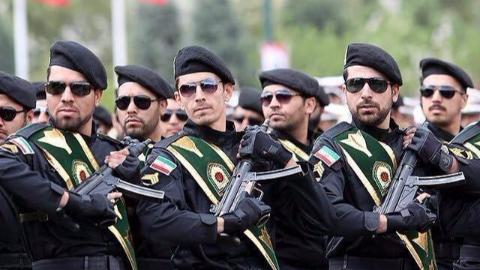 """美国衰落了?刚刚宣布""""拉黑""""伊朗军队,为何却迟迟不动手?"""