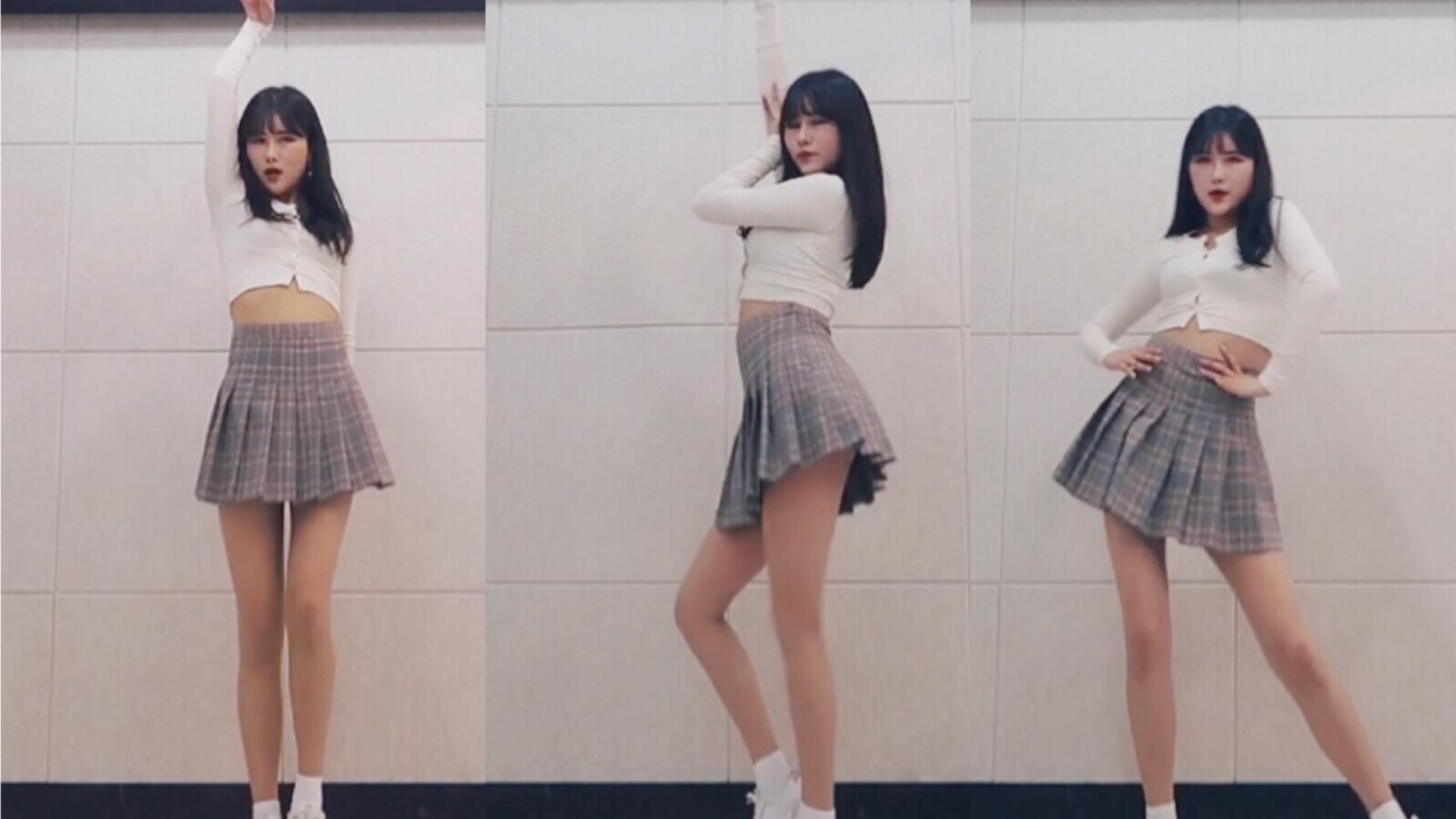 小姐姐的福利舞蹈,极品身材,短裙很sexy,大长腿是看点,美女腿控福利