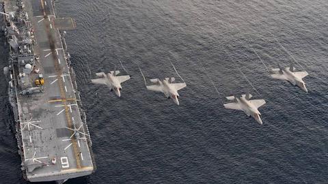 两栖攻击舰搭载F-35B变航母  美国打的什么算盘?