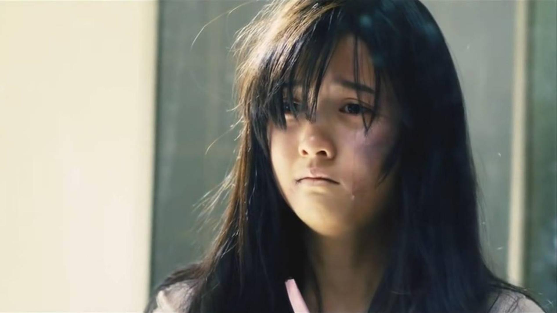 校园电影:花悸少女不听闺蜜劝阻,独自到天台见男神,结果悲剧了