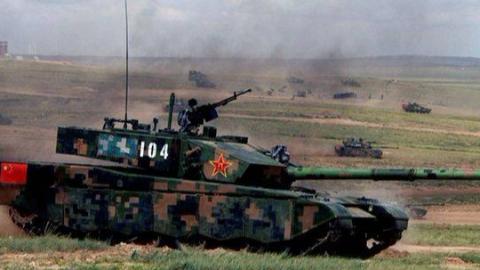 风雪中急行军的99A主战坦克
