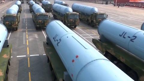 70周年大阅兵:巨浪-2导弹方队
